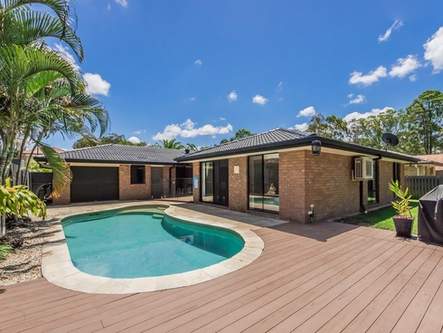 24 Greenbank Circuit Carrara, QLD 4211