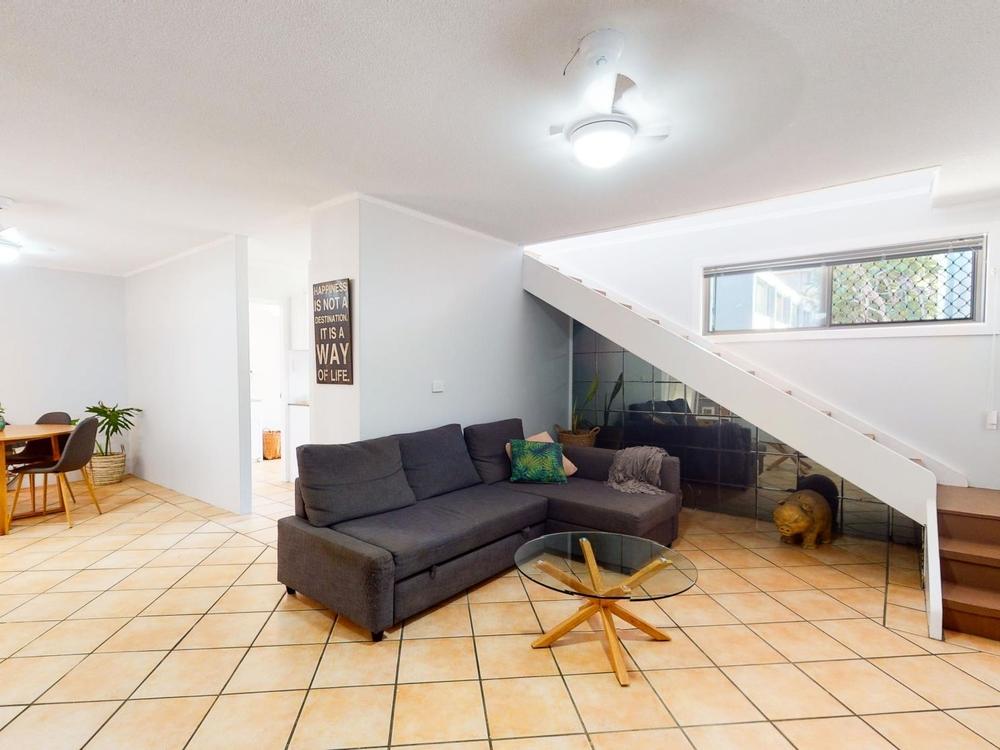 1/22 Darrambal Street Chevron Island, QLD 4217