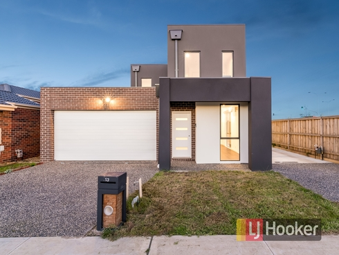 13 Saloon Circuit Clyde North, VIC 3978