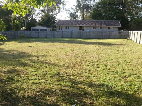2D Thompson Street Bundamba, QLD 4304