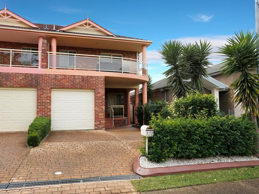 2/75 Chaseling Street Greenacre, NSW 2190
