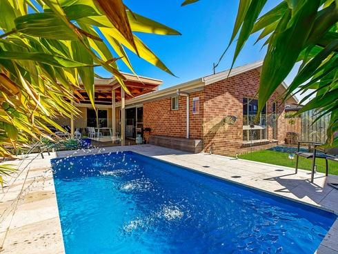 8 Scarborough Place Bateau Bay, NSW 2261