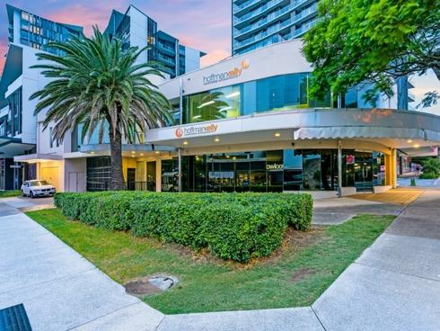 15 Harries Road Coorparoo, QLD 4151