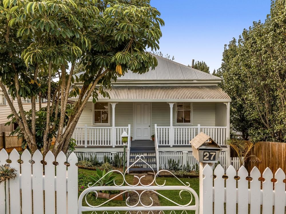 27 Christmas Street North Toowoomba, QLD 4350