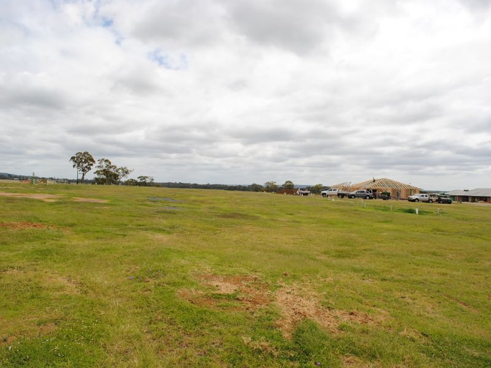 Lot 17 Sequalo Street Stage 3 Griffith Estate Rosenthal Heights, QLD 4370