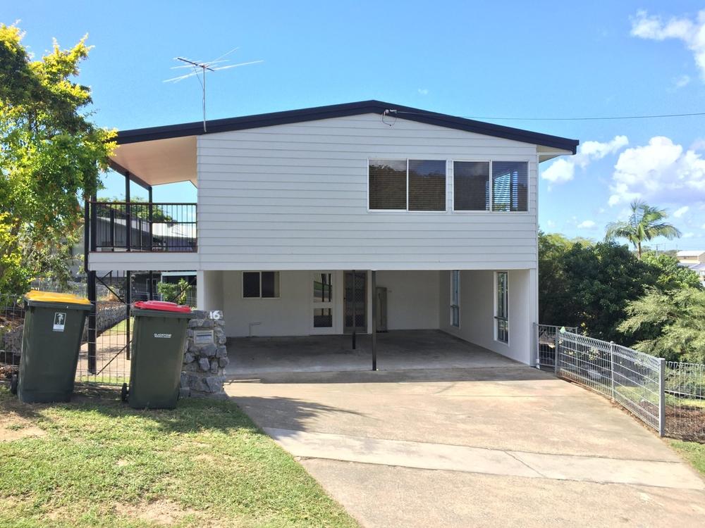 16 HAYES AVENUE Boyne Island, QLD 4680