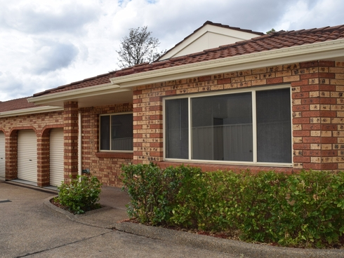 2/33 SIMMAT AVENUE Condell Park, NSW 2200