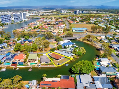 13 Perry Place Biggera Waters, QLD 4216