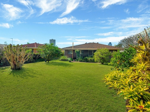 30 Aruma Avenue Burleigh Waters, QLD 4220