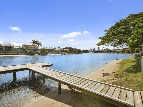 27 Kurrawa Avenue Mermaid Waters, QLD 4218