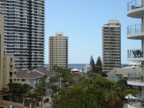 10/20 Cronin Avenue Main Beach, QLD 4217