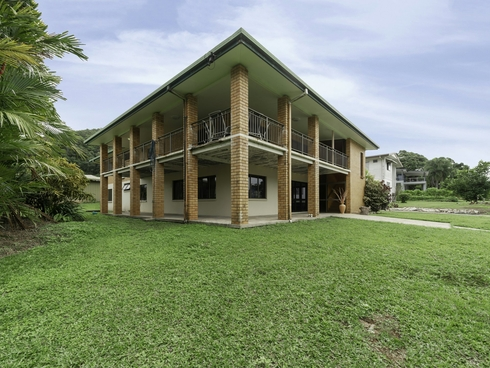 6 Rocky Point School Road Rocky Point, QLD 4873
