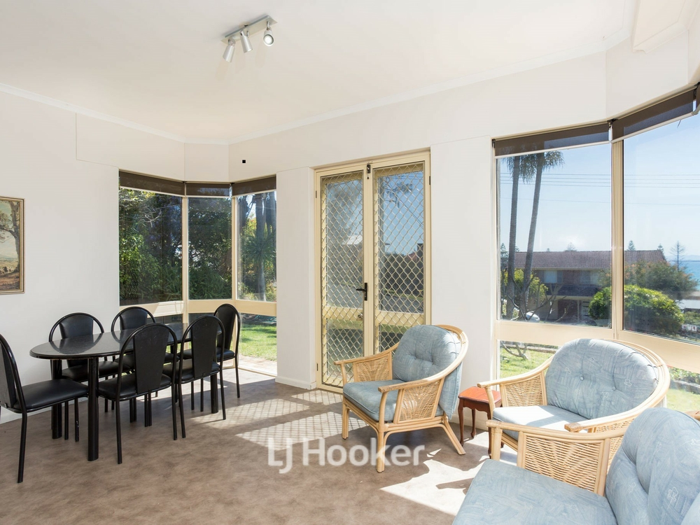 1/12 High Street Hallidays Point, NSW 2430