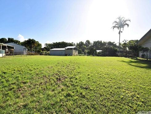 21 Casuarina Street Tully Heads, QLD 4854