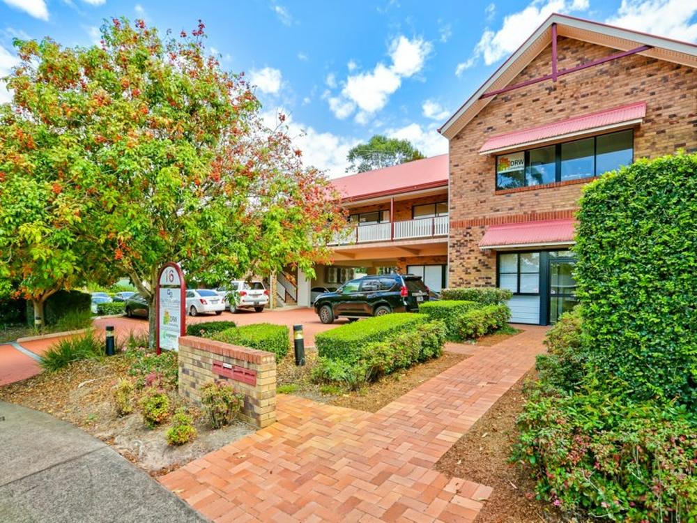 16 Vanessa Boulevard Springwood, QLD 4127